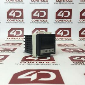 E5CZ-R2 | Omron | Digital Temperature Controller 100-240VAC Platinum - Used