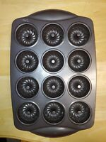 Wilton Advance Mini Bundt Fluted Tube Cake Pan 12 Cavity Non-Stick Exc Condition