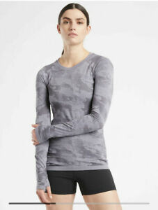 ATHLETA Momentum Top Camo M Medium NWT Lilac #556390 Long Sleeve Workout