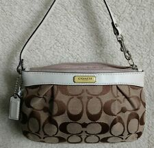 Coach NWT F47206 Signature Pleated Medium Wristlet Khaki White Jacquard Leather