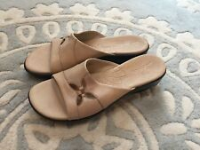 Clarks Khaki Tan Eyelet Flower Slide On Sandals Leather Shoes 7.5 Nice!