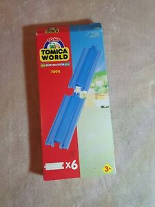 TOMY Tomica World Trackmaster Boxed Blue Track Peice 7494 B32