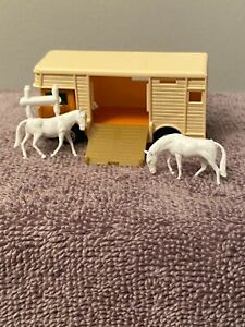 """""""Matchbox""""  Series No17 Horse-Box w/2-Horses England 1977 Lesney Products & Co"""