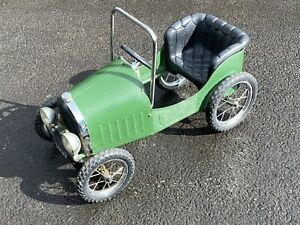 Childs Vintage Style Car 1939 - Green.