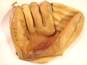Vintage.....Phil Rizzuto......Baseball Glove ( Reach )
