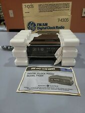 Ge General Electric Am/Fm Alarm Rotating Clock Radio 7-4305 A Wood Grain Vtg Box