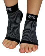 Run Forever Sports Plantar Fasciitis Foot Compression Sleeves (Medium, Black)