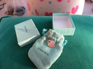 Tiffany & Co sterling silver quality pretty heart necklace boxed with pouch