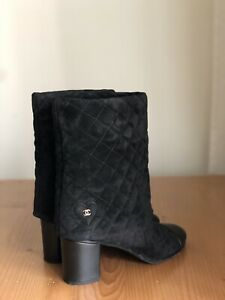 Beautiful Authentic Chanel Black Quilted Suede Leather CC Logo Boots EU 39 US 9