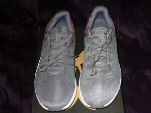 UNDER ARMOUR Men's Athletic Fitness Grey/Org Sz 12 Med #3021148-103 NWB