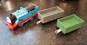 THOMAS & FRIENDS MOTORISED TRAIN THOMAS & 2 TRUCKS BATTERY OPERATED TRACKMASTER