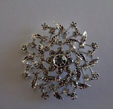 Vintage style diamante floral wreath brooch-Aussie seller Brand new in packaging