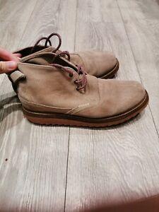 Men's Lacoste chukka Boots Size 7.5