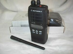 MOTOROLA HT1250  VHF PORTABLE AAH25KDF9AA5AN 5W 136-174 MHZ W/ RAPID CHARGER -C