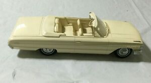 1/18 of 1964 Ford Galaxie 500 XL Convertible Model w/o BOX