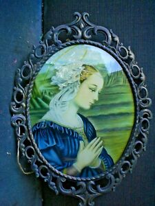 RARE OLD CURVED GLASS FRAMED PICTURE OF LADY PRAYING 38 X 30 CM DOESNT LIGHT UP