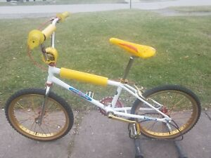 OLD SCHOOL BMX WHITE SCHWINN STING TEAM COMPLETE REAL DEAL VINTAGE UBER RARE