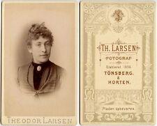 LADY WITH BEAUTIFUL PIN/LOCKET BY THEODOR LARSEN TONSBERG + HORTEN CDV