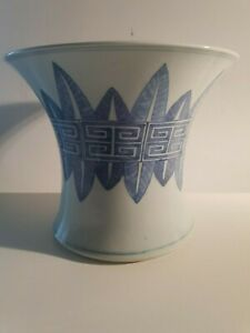 Antique 19 th Chinese Large blue and white brush pot vase