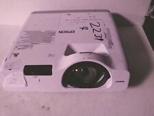 Epson PowerLite 520 Tri-LCD Projector w/ good lamp + remote