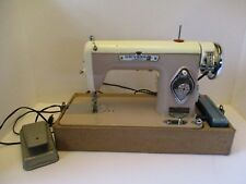 VINTAGE - Universal Deluxe Streamliner Precision Sewing Machine w/ Accessories