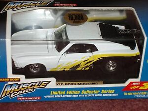 TOOTSIE TOY 1970 BOSS FORD MUSTANG STREET MACHINE WHITE w DISPLAY CASE 1/32