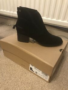 Ladies UGG Ankle Boots Size 4