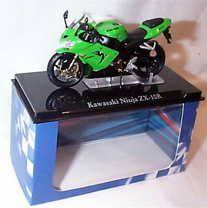 Atlas motorbike Kawasaki Ninja ZX 10R Green/Black 1-24 Scale New in Case