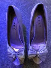 Zapatos de boda con taco de núcleo con arcos y joyas Talla 8 con tacones de 5 pulgadas.