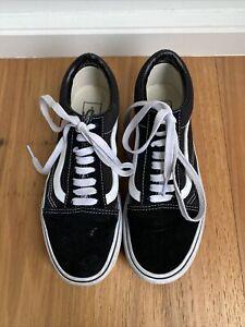 Vans Old Skool Black Sneaker Size 8.5 Womens