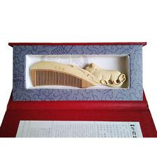 Peigne en bois sculpté, signe zodiaque chinois ¨singe¨, en coffret