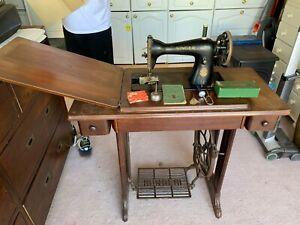 Vintage Singer sewing machine April 1949 No. 15K80