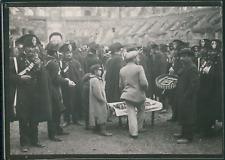 Italie, Rome, Marchand de pain parmi les militaires dans le Colisée, ca.1900, Vi