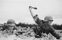 WWII photo Wehrmacht soldiers in battle 448