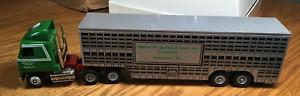 Winross Mack MH600 Dunlop & Sons Livestock Tractor/Cattle Trailer 1/64