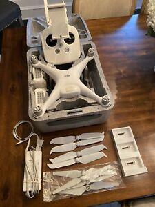DJI Phantom 4 Drone Bundle + Extras (Charging Hub, Low-Noise Propellers)