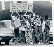 1974 Press Photo High School Students Demonstrate For Books Charleston WV
