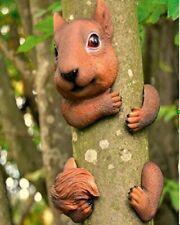 Novelty Resin Tree Hugger Hanging Peeker Hugging Squirrel Garden Ornament Animal