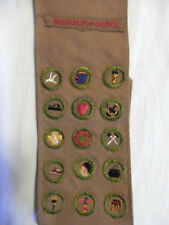BOY SCOUTS OF AMERICA 1928 THRU 1931 MERIT BADGE SASH WITH BADGES & CARDS