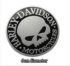 Harley Davidson Willie G Estilo Calavera Hueso Tanque De Combustible Tapa De Gasolina Pad emblema de la etiqueta engomada