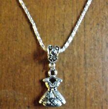 collier argenté 57 cm avec pendentif robe 22x15 mm