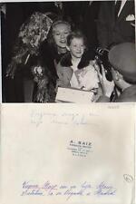 1952/55. Virginia Mayo. Fotografía. La artista con su hija Maria Catalina.