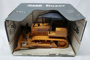 Case 1550 Bulldozer with Winch and Canopy 1/16 Scale By Ertl / Construction Toy