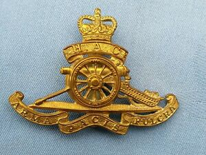 The Honourable Artillery Company cap badge.12.