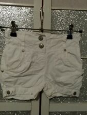 superbe short coul blanc  T 2 ans TBE