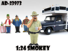 "SMOKEY ""TRAILER PARK"" FIGURE 1:24 SCALE DIECAST MODEL CAR AMERICAN DIORAMA 23973"