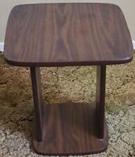 Nice Faux Wood Veneer Accent Table - VGC - GREAT DESIGN - STYLISH LITTLE TABLE