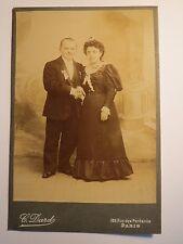 Paris - stehendes Paar - Mann und Frau - Kulisse / KAB