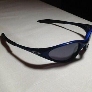 Youth unisex Blue Oakley Sun Glasses.