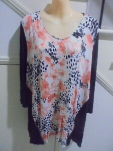BELLE CURVE NWT SIZE 20 + Black White Peach with Zip Trim Print TOP